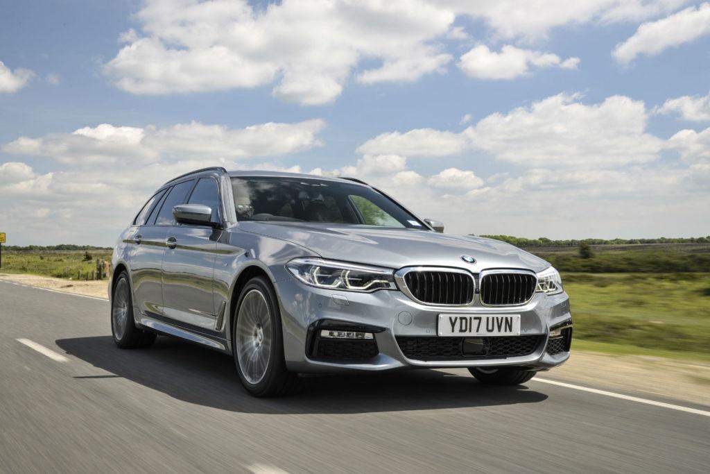 La BMW Série 5 Touring donne à la voiture de l'estae le même traitement de luxe que la BMW.