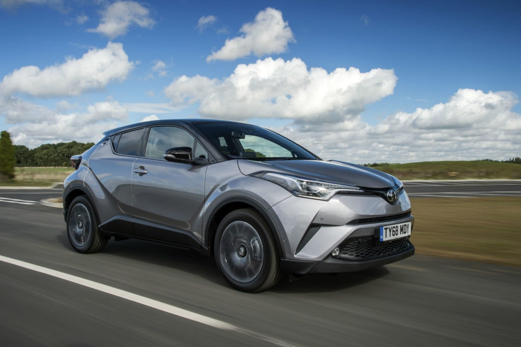 Superbement moderne, la Toyota C-HR s'auto-alimente pour donner un coup de fouet à l'hybride MPG.